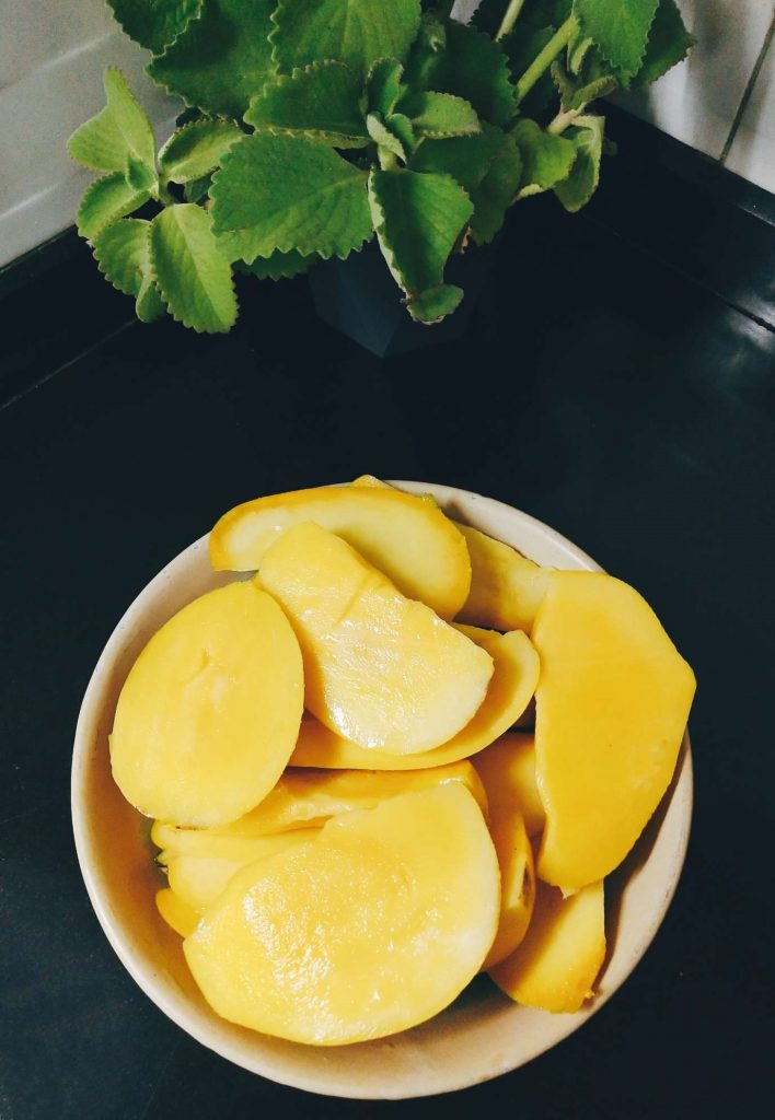 Mango Cutting