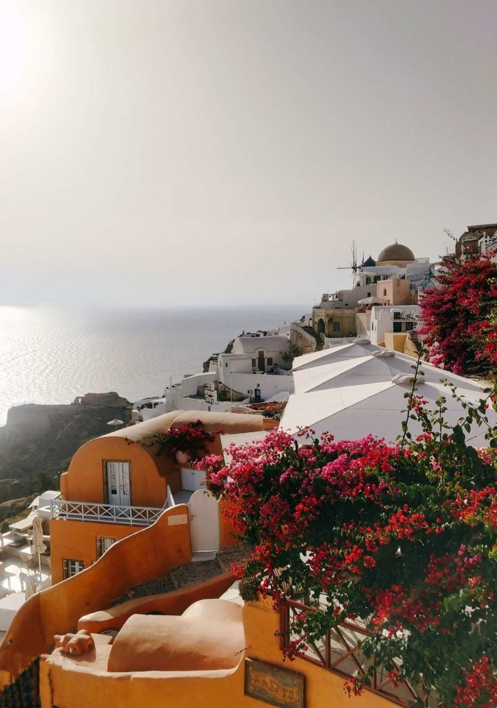 Santorini: the best ideas for the long weekend trip Oia view